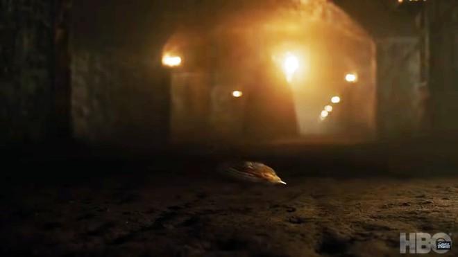 Teaser Game of Thrones Mùa 8 vừa ra mắt, fan đã soi ngay được 5 chi tiết bí ẩn - ảnh 2