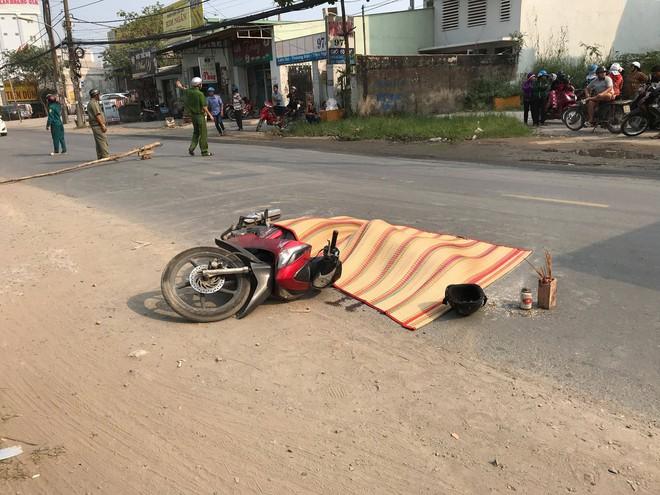 Dân truy bắt xe container cán chết người rồi bỏ chạy ở Sài Gòn - ảnh 2