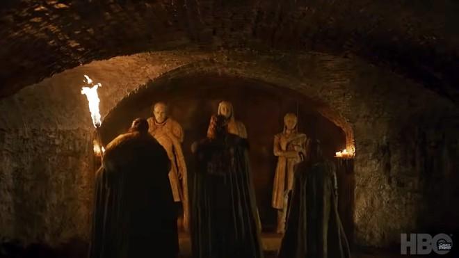 Teaser Game of Thrones Mùa 8 vừa ra mắt, fan đã soi ngay được 5 chi tiết bí ẩn - ảnh 4