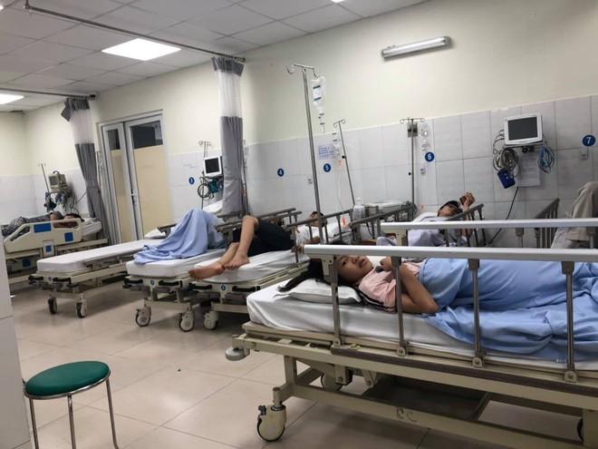 TP.HCM: 10 người nhập viện cấp cứu sau khi ăn tiệc tất niên ở nhà hàng - ảnh 1