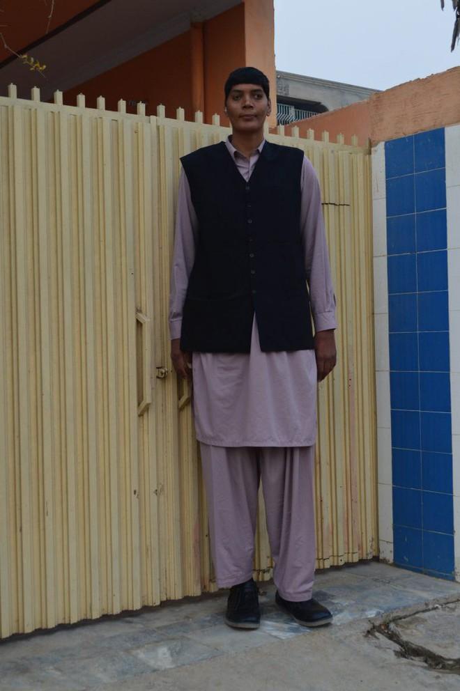 Cao đến gần 2 mét rưỡi, thanh niên Pakistan khổ sở vì mãi không tìm được người yêu - ảnh 3