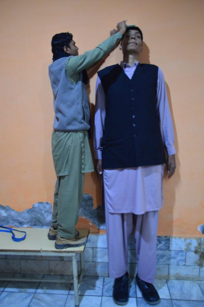 Cao đến gần 2 mét rưỡi, thanh niên Pakistan khổ sở vì mãi không tìm được người yêu - ảnh 2
