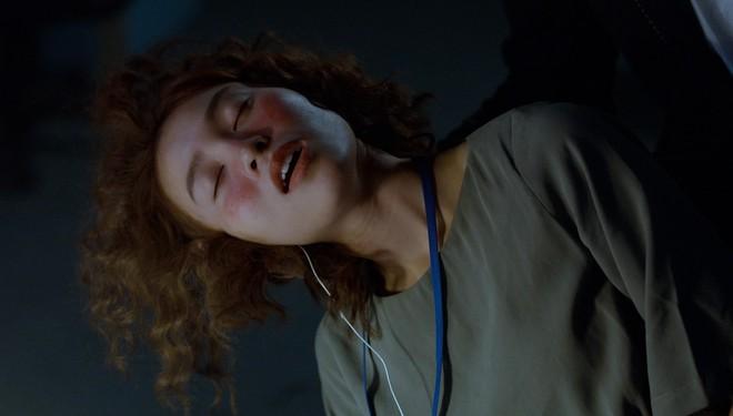 Thuỳ Chi rơi nước mắt khi thể hiện bản ballad lụi tim trong phim Mối tình đầu của tôi - ảnh 4