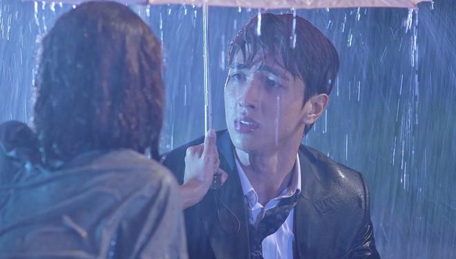 Thuỳ Chi rơi nước mắt khi thể hiện bản ballad lụi tim trong phim Mối tình đầu của tôi - ảnh 1
