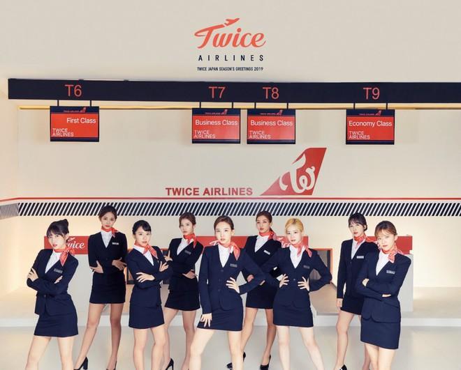 Hóa thân theo hình ảnh tiếp viên hàng không, liệu Twice có đáng để bị chỉ trích? - ảnh 1