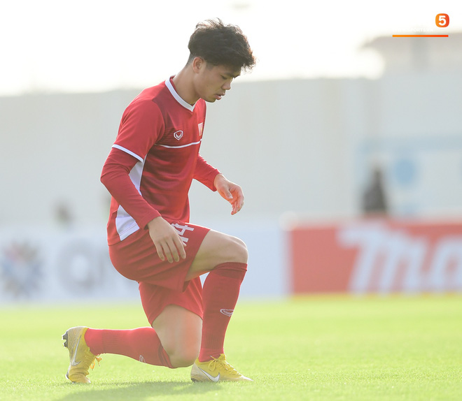 Văn Toàn tươi rói dưới nắng vàng ở Al Ain, chờ được trao suất đá chính trận quyết đấu với Yemen - ảnh 9