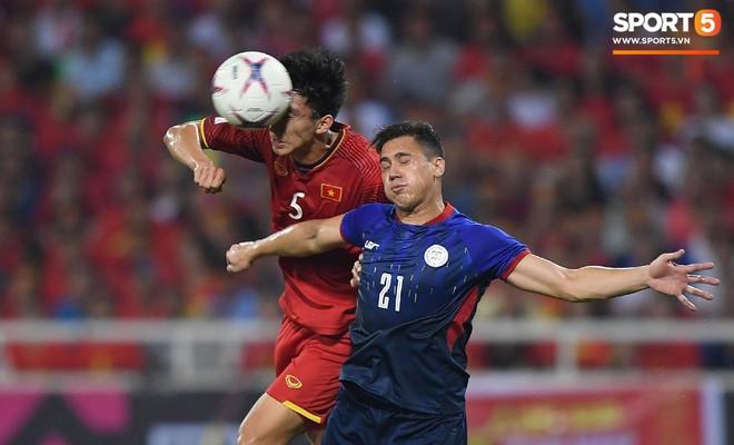 Lý giải bất ngờ của mẹ Văn Hậu về bức ảnh nhìn như thôi miên cậu con trai tại AFF Cup 2018 - Ảnh 8.