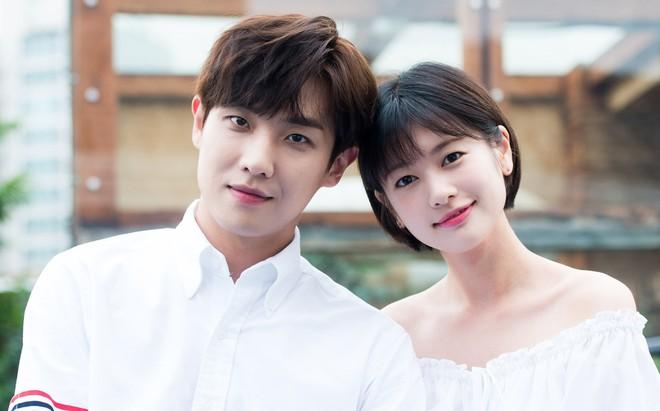 Muôn kiểu phim giả tình thật trên màn ảnh Hàn, kẻ mặt dày cầm cưa, người tranh thủ cưới lẹ - Ảnh 2.