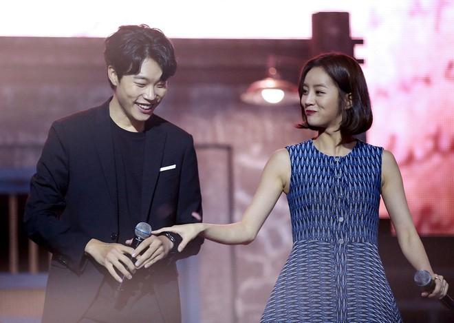 Muôn kiểu phim giả tình thật trên màn ảnh Hàn, kẻ mặt dày cầm cưa, người tranh thủ cưới lẹ - Ảnh 9.
