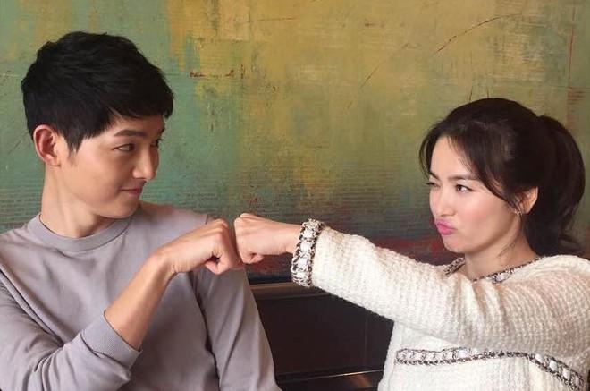 Muôn kiểu phim giả tình thật trên màn ảnh Hàn, kẻ mặt dày cầm cưa, người tranh thủ cưới lẹ - Ảnh 4.