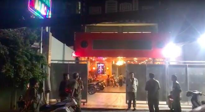 Cảnh sát đột nhập 2 tụ điểm ăn chơi ở Sài Gòn, phát hiện gần 100 người xăm trổ phê ma túy - Ảnh 3.