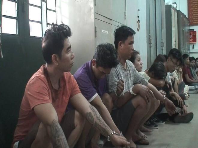 Đôi vợ chồng cùng nhóm dân chơi tổ chức phê ma tuý trong căn nhà khoá kín cửa tại Sài Gòn - Ảnh 3.