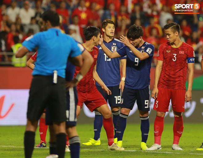 Trai đẹp Nhật Bản gắt gỏng với cậu út tuyển Việt Nam - ảnh 6