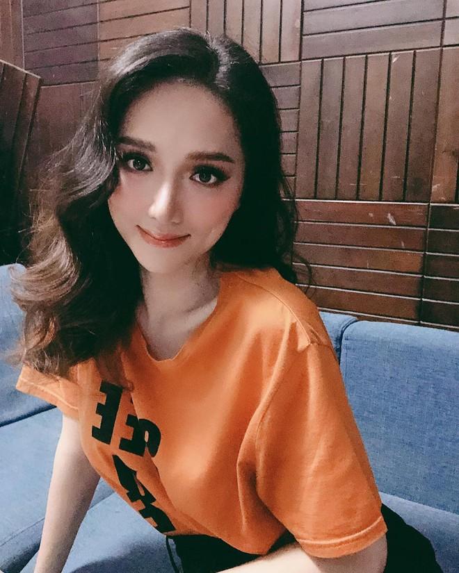 Hoa hậu Hương Giang thật giống người ngoài hành tinh trong bức ảnh mới nhất - Ảnh 1.