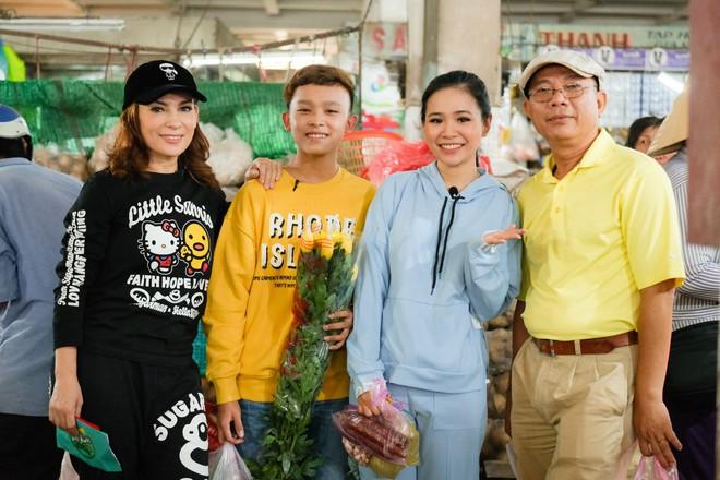 Phi Nhung cùng con nuôi Hồ Văn Cường hào hứng chơi lô tô ngày Tết - ảnh 2