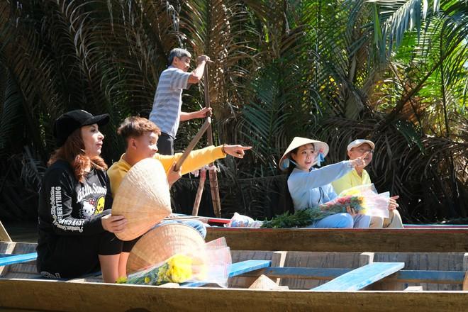 Phi Nhung cùng con nuôi Hồ Văn Cường hào hứng chơi lô tô ngày Tết - ảnh 3