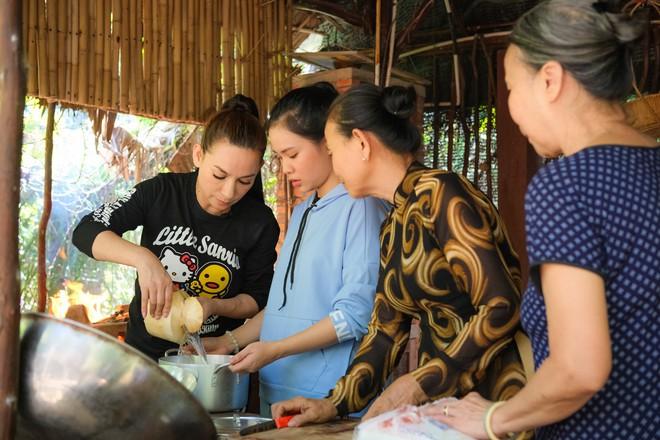 Phi Nhung cùng con nuôi Hồ Văn Cường hào hứng chơi lô tô ngày Tết - ảnh 5