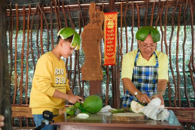 Phi Nhung cùng con nuôi Hồ Văn Cường hào hứng chơi lô tô ngày Tết - ảnh 6