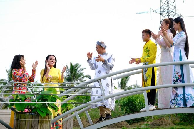 Phi Nhung cùng con nuôi Hồ Văn Cường hào hứng chơi lô tô ngày Tết - ảnh 8