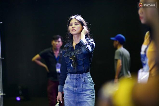 Nghệ sĩ Việt bồi hồi cảm xúc trước đêm Gala WeChoice Awards: Người háo hức từng giờ, người từng bật khóc - Ảnh 3.