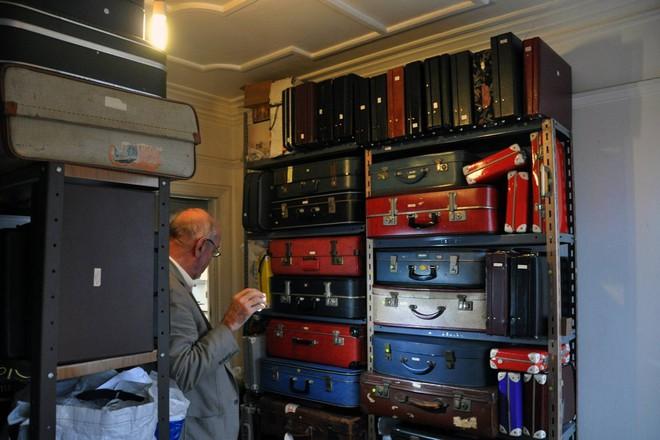 Gặp gỡ Tim Rowett, người đàn ông dành 60 năm cuộc đời để sưu tập 25.000 món đồ chơi độc lạ - Ảnh 1.
