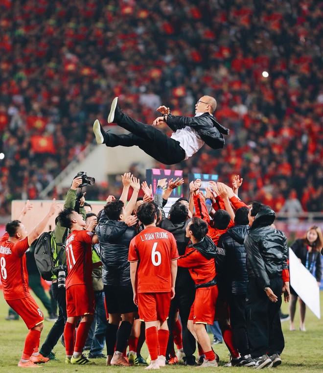 HLV Park Hang Seo và ĐTQG Việt Nam, bé Hải An và mẹ, KTS Phạm Đình Quý, HHen Niê và cậu bé xếp dép chính là top 5 Đại sứ truyền cảm hứng 2018 - Ảnh 3.