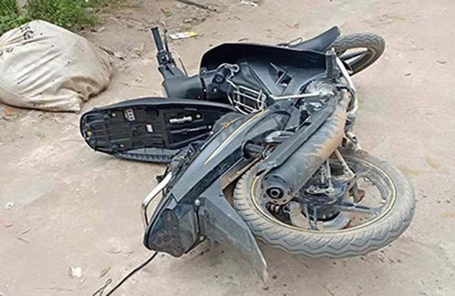 Chạy xe máy đi trộm chó giữa ban ngày, hai thanh niên bị người dân truy đuổi, tóm sống - Ảnh 2.