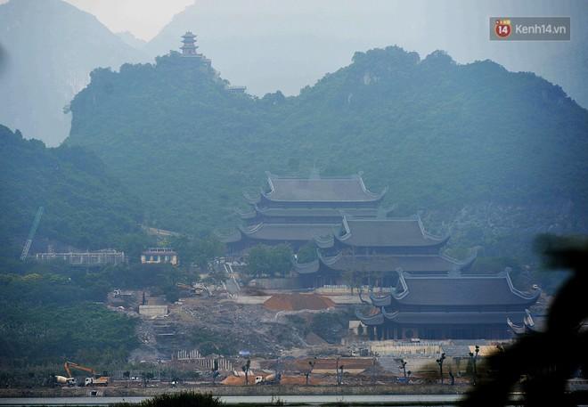 Cận cảnh ngôi chùa lớn nhất Việt Nam - Nơi sẽ đặt báu vật thiên thạch mặt trăng 600.000 USD được đấu giá từ Mỹ - Ảnh 1.
