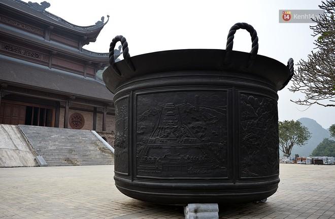 Cận cảnh ngôi chùa lớn nhất Việt Nam - Nơi sẽ đặt báu vật thiên thạch mặt trăng 600.000 USD được đấu giá từ Mỹ - Ảnh 14.