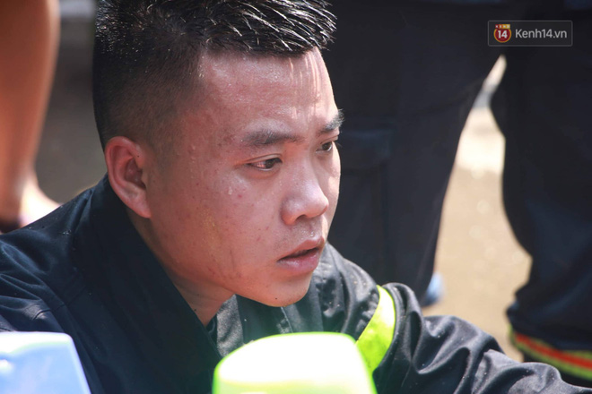 Hà Nội: Cháy lớn tại cửa hàng đồ vàng mã, người dân hoảng sợ tháo chạy - ảnh 11