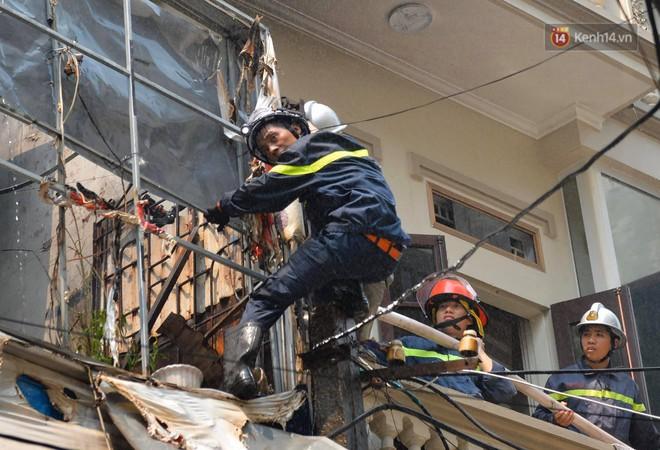 Hà Nội: Cháy lớn tại cửa hàng đồ vàng mã, người dân hoảng sợ tháo chạy - ảnh 2