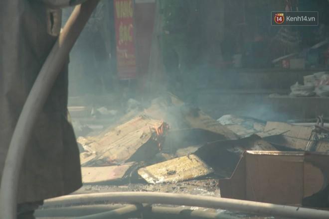 Hà Nội: Cháy lớn tại cửa hàng đồ vàng mã, người dân hoảng sợ tháo chạy - ảnh 10