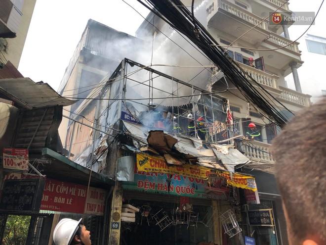 Hà Nội: Cháy lớn tại cửa hàng đồ vàng mã, người dân hoảng sợ tháo chạy - ảnh 1