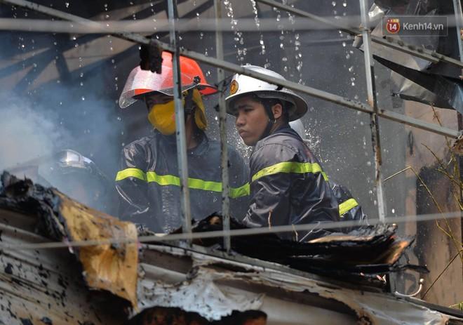 Hà Nội: Cháy lớn tại cửa hàng đồ vàng mã, người dân hoảng sợ tháo chạy - ảnh 4