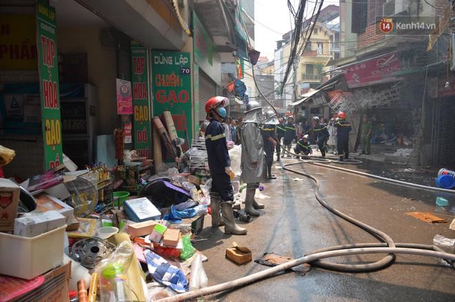 Hà Nội: Cháy lớn tại cửa hàng đồ vàng mã, người dân hoảng sợ tháo chạy - ảnh 6