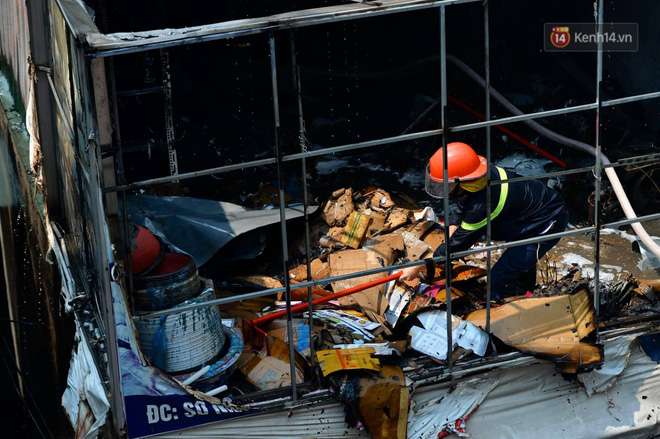 Hà Nội: Cháy lớn tại cửa hàng đồ vàng mã, người dân hoảng sợ tháo chạy - ảnh 5