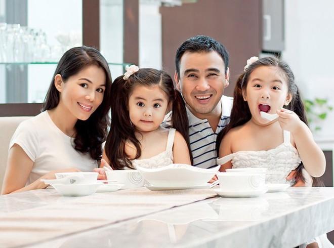 Chuyện dạy con của sao Việt: Hà Hồ, Việt Hương giấu nhẹm vì sợ dư luận soi mói; Quyền Linh cho con ngủ đất, ăn cơm với nước nắm - ảnh 8