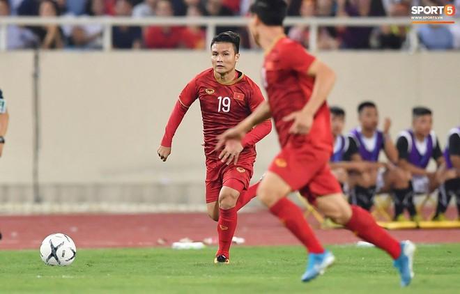 Chiêm ngưỡng siêu phẩm ngả bàn đèn khó tin của Quang Hải trong trận đấu Việt Nam vs Malaysia - ảnh 11