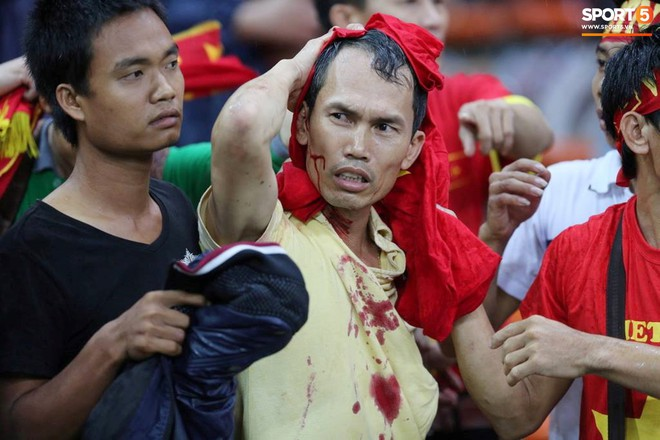 Tuyển Việt Nam đối đầu Malaysia: fan Việt từng phải đổ cả máu và rất nhiều nước mắt cho cặp đấu kịch tính hàng đầu Đông Nam Á - ảnh 3