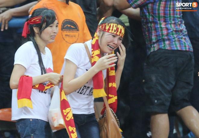 Tuyển Việt Nam đối đầu Malaysia: fan Việt từng phải đổ cả máu và rất nhiều nước mắt cho cặp đấu kịch tính hàng đầu Đông Nam Á - ảnh 4
