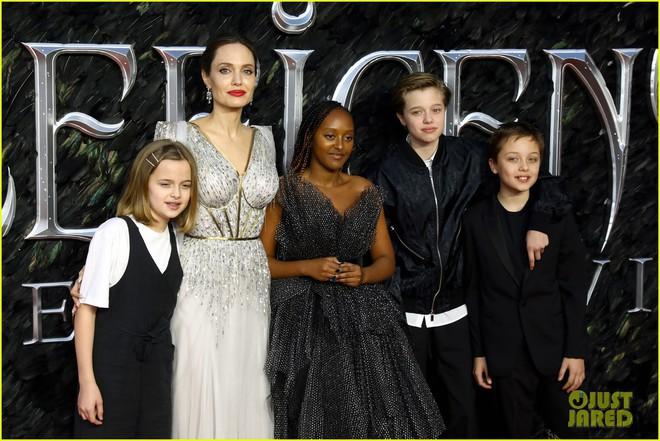 Angelina Jolie lại khiến MXH dậy sóng: Lộng lẫy như bà hoàng, bóng lưng còn lấn át cả công chúa đẹp nhất màn ảnh - ảnh 13