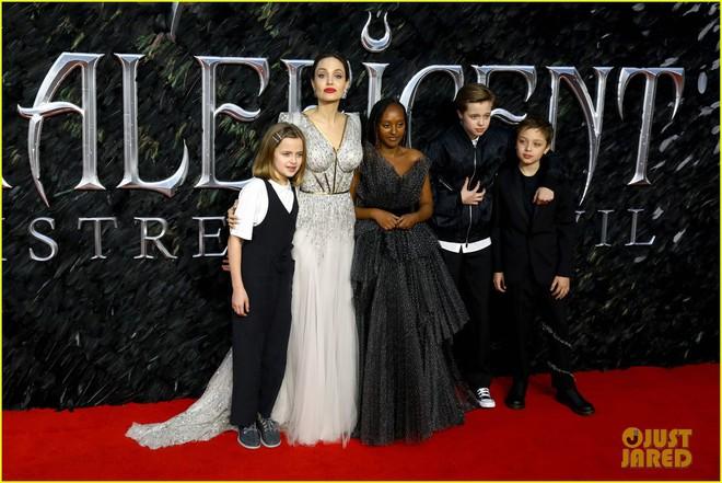 Angelina Jolie lại khiến MXH dậy sóng: Lộng lẫy như bà hoàng, bóng lưng còn lấn át cả công chúa đẹp nhất màn ảnh - ảnh 12