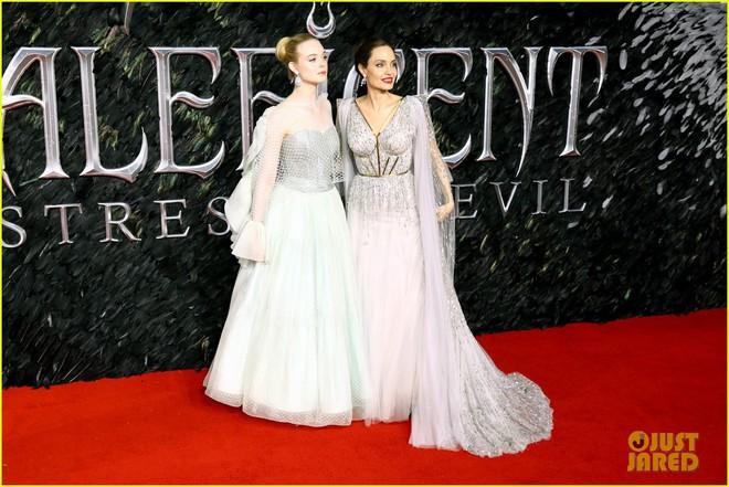 Angelina Jolie lại khiến MXH dậy sóng: Lộng lẫy như bà hoàng, bóng lưng còn lấn át cả công chúa đẹp nhất màn ảnh - ảnh 8