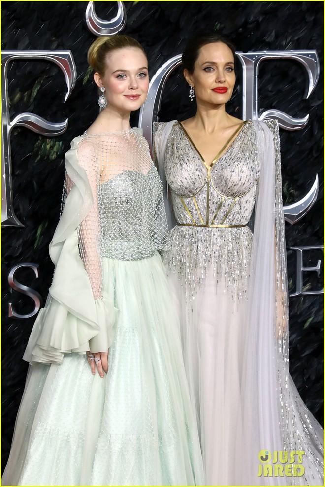Angelina Jolie lại khiến MXH dậy sóng: Lộng lẫy như bà hoàng, bóng lưng còn lấn át cả công chúa đẹp nhất màn ảnh - ảnh 10
