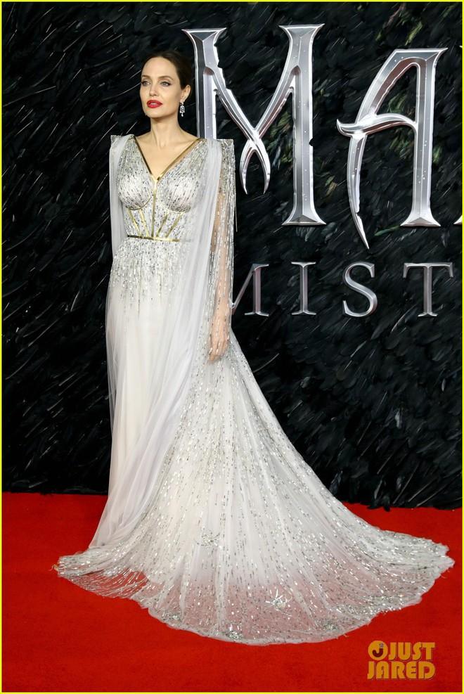 Angelina Jolie lại khiến MXH dậy sóng: Lộng lẫy như bà hoàng, bóng lưng còn lấn át cả công chúa đẹp nhất màn ảnh - ảnh 4