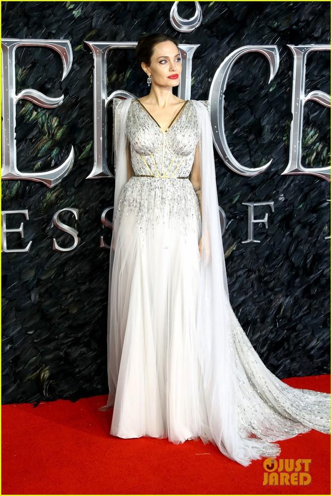 Angelina Jolie lại khiến MXH dậy sóng: Lộng lẫy như bà hoàng, bóng lưng còn lấn át cả công chúa đẹp nhất màn ảnh - ảnh 3