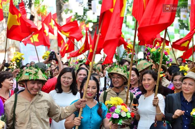 Tái hiện thời khắc đón đoàn quân chiến thắng trở về Hà Nội 65 năm trước - ảnh 6