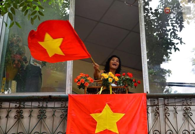 Tái hiện thời khắc đón đoàn quân chiến thắng trở về Hà Nội 65 năm trước - ảnh 8
