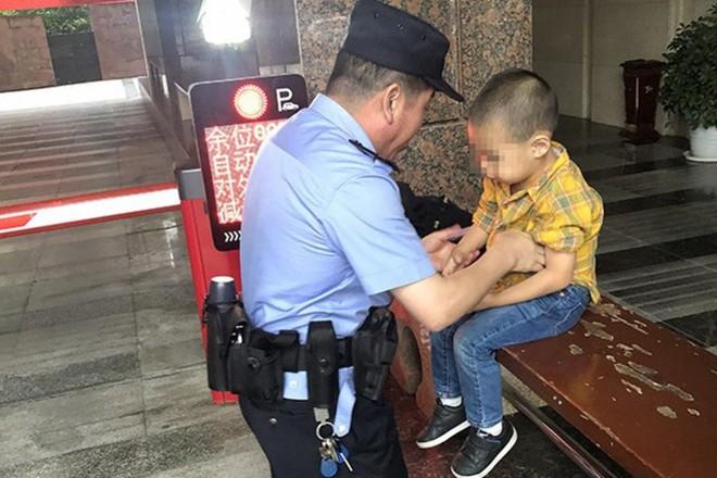 Trung Quốc: Mẹ mải chơi mạt chược, con đi lạc cũng không hay biết - ảnh 1