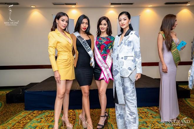 Các fan kêu trời khi Kiều Loan bị chuyên gia của Miss Grand International trang điểm dìm hàng vì quá nhợt nhạt - ảnh 6
